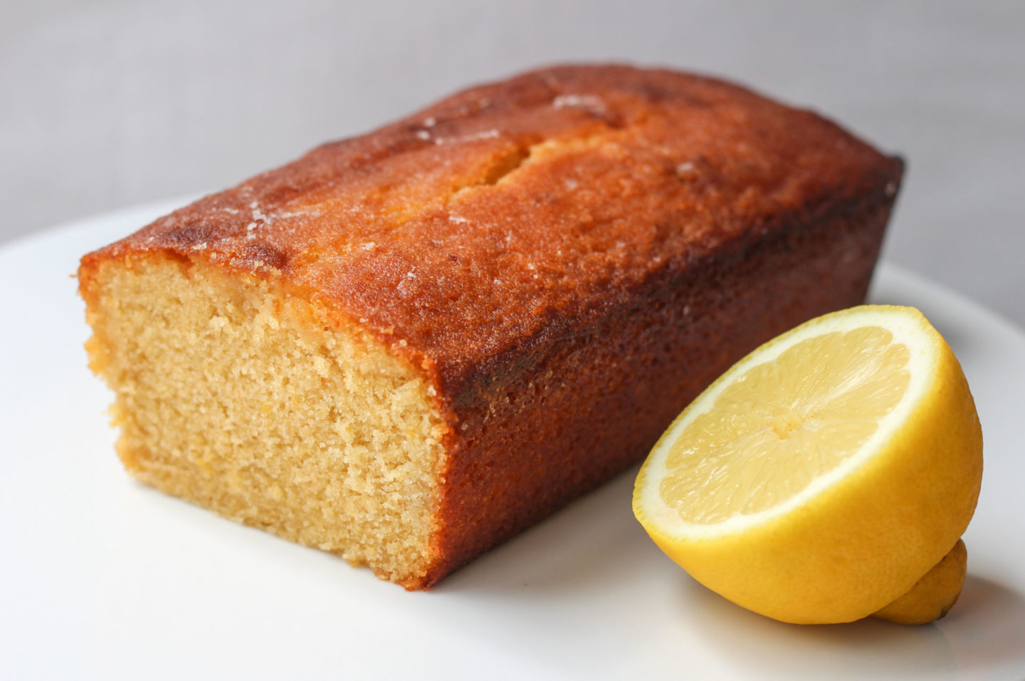 lemon drizzle loaf cake with lemon wedge