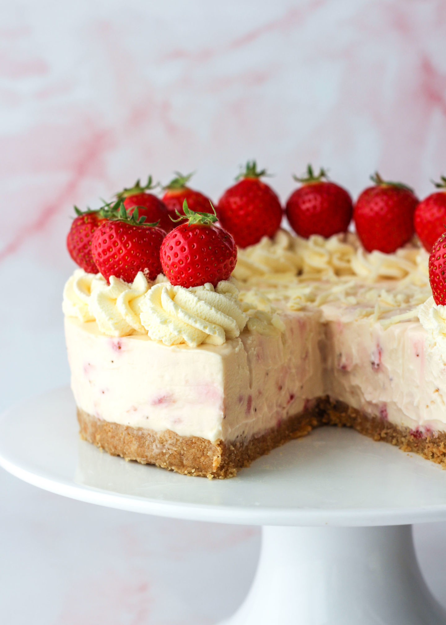sliced cheesecake