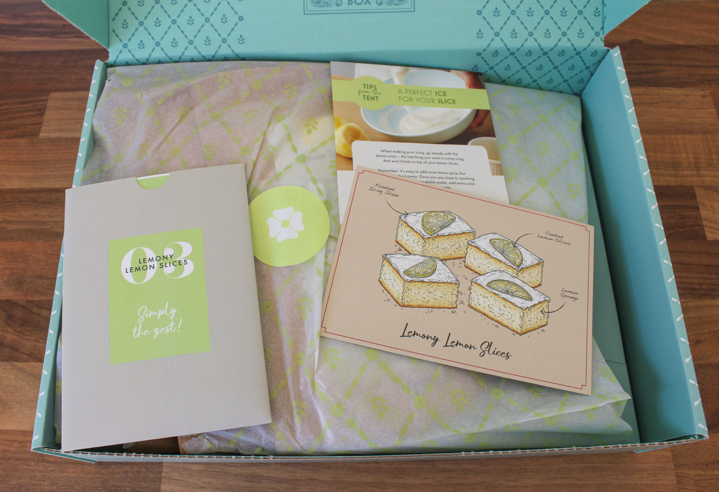 ynboxing the contents of the the bake off box: lemony lemon slices